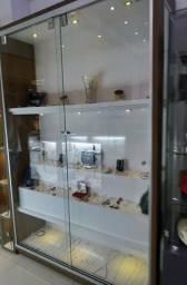 Armário para exposição com iluminação e 2 portas de vidro