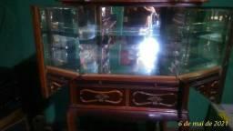 Bar madeira com interior espelhado