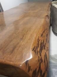 Mesa de madeira de lei bruta rústica