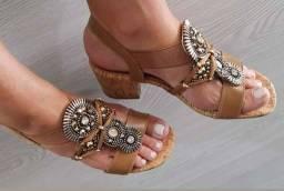 Coleção 2021. Sandálias 100% em couro, feitas e bordadas artesanalmente a mão.