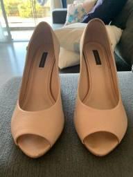 3 calçados n°39: dois peep toe e um tênis