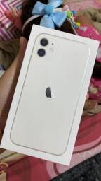 Iphone 11, 64GB Branco NOVO (R$4.200)