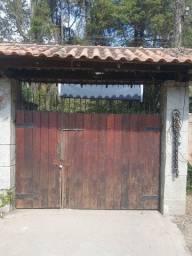 Cobertura e portão