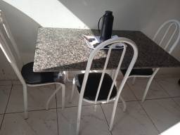 Mesa de mármore com 3 cadeira bairro shopping park