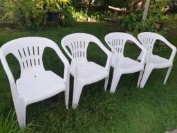 Cadeiras tramontina seminovas/churrasqueira e colchão de berço.