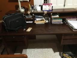 Escrivania em madeira de lei