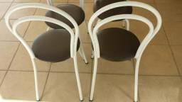 Cadeiras de metal branca