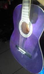 Um violão $200