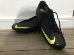 f5523ebf95 Chuteira Nike Mercurial p Campo 39 - usada 2x