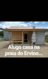 Alugo casa na praia do Ervino