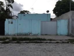 Casa solta quase de esquina na presidente Kenedy