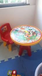 Mesa infantil com cadeira