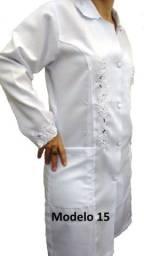 Jaleco bordado em richilie manga curta, sem mangas e manga longa