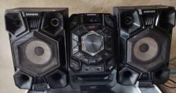 Mini System Samsung MX-J640/ZD com MP3, Duplo USB, Entrada Auxiliar, Giga Sound ? 200 W<br><br>