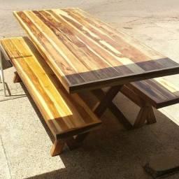 Mesa madeira maciça com 2 banco venha conferir