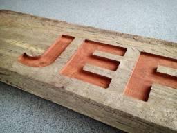 Placa de madeira personalizada com seu texto e desenho