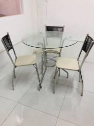 Conjunto de mesa e cadeira de aluminio com revestimento em fibra