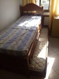 Bi-cama em madeira maciça, com colchão