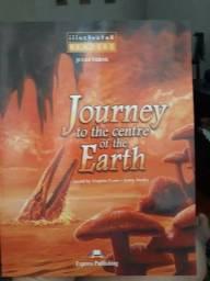 Livro de Inglês JOURNEY TO THE CENTRE OF THE EARTH em excelente estado!!!
