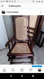 Vendo cadeira centenária ..