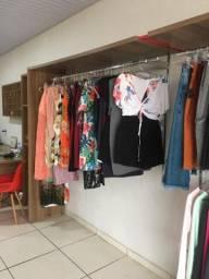 Mobília pra loja + estoque de roupas