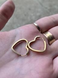 Brinco coração em ouro