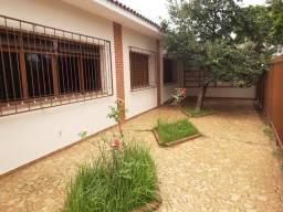 Casa térrea com suíte no centro de Amparo-SP