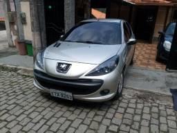 Carro Peugeot em perfeito estado