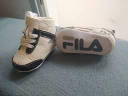Tênis de bebê marca Fila