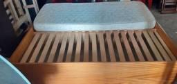 Cama de solteiro/casal de madeira muito boa, resistente e bem conservada.