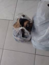 Doando roupas calçados e bolsas