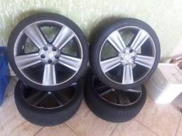 4 rodas 17 (5 furos) com pneus seminovos.