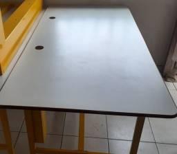 Mesa usada em ótimo estado