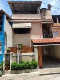 COD.685 Casa duplex com 2 quartos, garagem no centro da Mantiqueira (Xerem)