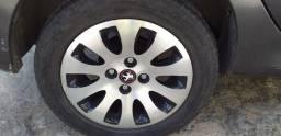 vendo aro 15 com pneus meia vida de Peugeot