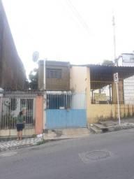 Alugo casa para residência ou comércio no Centro, rua da igreja catedral
