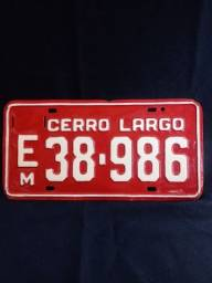 Antiga placa de carro vermelha Cerro Largo