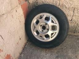 Vende-se pneu 185 aro 70/13.
