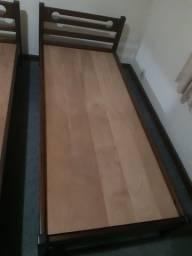 Cama de solteiro em madeira com colchão