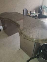 Oportunidade! Mesa com tampo em granito Verde Tunas