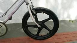 Roda da Caloi extra nylon dianteira.