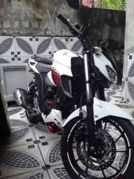 Vendo motocicleta  fazer 250 ano 19/20.