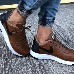 Tênis Nike Brown
