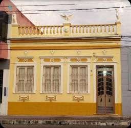 Casa Ampla com Pátio Grande e Piscina no Centro