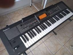 Teclado Roland E09
