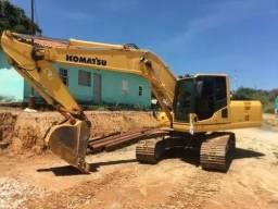 Escavadeida pc 200 , 2013 ,4.400 horas trabalhadas