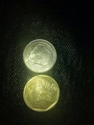 Moedas 2 moedas uma Americana da outra peruana