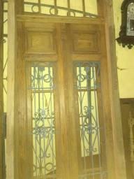 Porta antiga de madeira