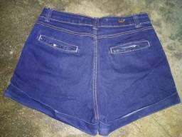 3 shorts Tamanho 40. Os 3 por 20,00 reais