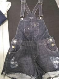 Macaquinho jeans e blusa